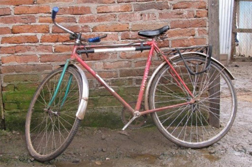 """Marcelo Mardones, historiador: """"En Chile, la bicicleta todavía está esperando su justo lugar dentro de las políticas públicas"""""""