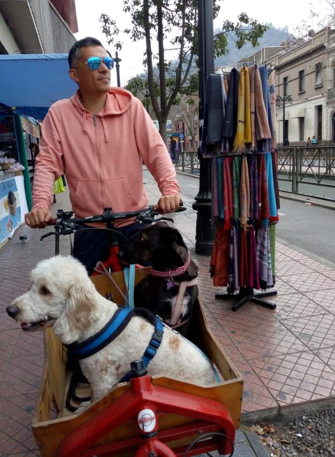 """""""Soy muy feliz viendo la cara de mi perrita disfrutando de la ciudad mientras la paseo en bicicleta"""""""